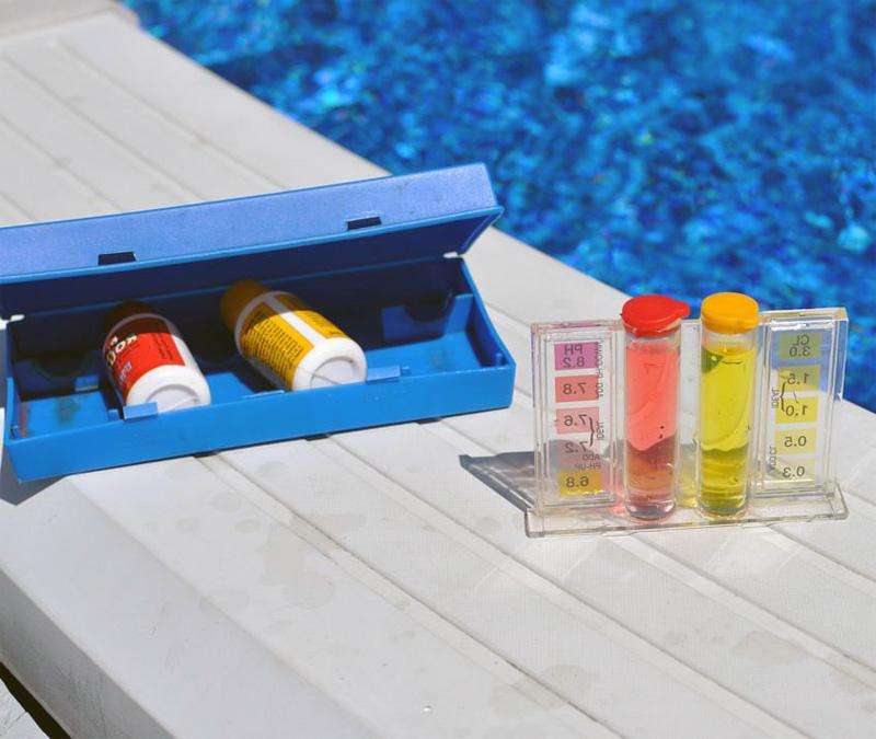 Анализ воды в бассейне - фото